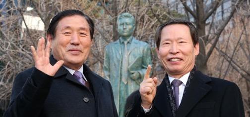 Kimchi 5 and Kimchi 1 at Dr. Hyun Bong-Hak's memorial