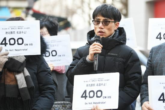 Lee Tae-Won protesting at Chinese embassy